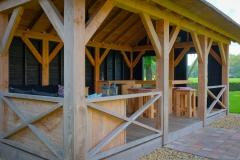 Overkapping-met-rietkap-en-houten-vloer-2-van-4