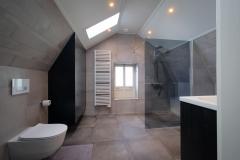Badkamer-met-bijzonder-plafond-1-van-2